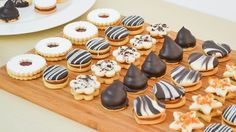 Pan Dulce, Cake Cookies, Cookies Et Biscuits, Fun Desserts, Dessert Recipes, Patisserie Fine, Best Christmas Cookies, Chocolate Filling, Mini Cakes