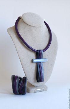 Conjuntos de jóias artesanais. Colar de couro com calcedônia. Colecção VERMELLO. RES. aLena. Feira dos Mestres. Ornamento no pescoço