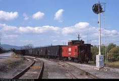 RailPictures.Net Photo: N&W 518575 Norfolk & Western Caboose at Front Royal, Virginia by Extra 127 South