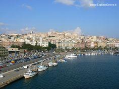 Cagliari è perfetta per staccare dalla routine: a un ora di volo da molte città italiane con la lunga spiaggia della città e l'antico castello da visitare è l'ideale per gli innamorati. Con i suoi locali ancora fumosi ed un po' anarchici e il tango in strada va bene per chi sogna sempre la rivoluzione.