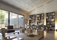 Industrial Apartment in Barcelona Unveils Its Dynamic Character