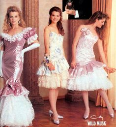 100 vintage prom dresses: See the hottest retro styles teen girls wore - Click Americana 90s Prom Dresses, 80s Prom, 80s Dress, Retro Dress, Homecoming, Vintage Prom, Vintage Mode, Vintage Gowns, Fifties Fashion