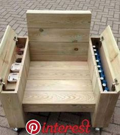 erstaunliche DIY-Projekte im Freien Möbel Design-Ideen - Om na te maken - 60 erstaunliche DIY-Projekte im Freien Möbel Design-Ideen - Om na te maken - Gift For Men Him Docking Station Best Dock iWatch Desktop Outdoor Furniture Design, Diy Pallet Furniture, Furniture Projects, Furniture Plans, Rustic Furniture, Modern Furniture, Antique Furniture, Furniture Stores, Fast Furniture