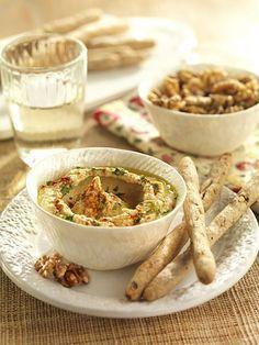 Hummus mit Walnuss-Vollkorn-Grissini