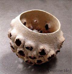 The art of Delphine Niez Ceramic Pottery, Ceramic Art, Clay Pinch Pots, Potters Clay, Organic Ceramics, Orchid Pot, Pottery Sculpture, Ceramics Projects, Organic Form