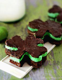 Chocolate + Mint Shamrock Brownies #recipe