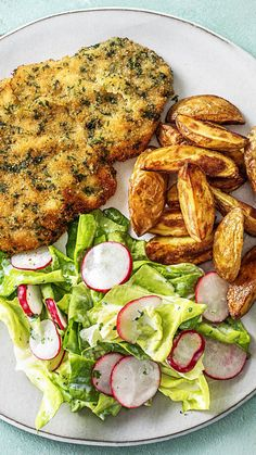 Crunchy herb schnitzel with baked potatoes and lettuce with radishes - Rezepte - Patatas Potato Recipes, Meat Recipes, Chicken Recipes, Dinner Recipes, Healthy Recipes, Schnitzel Recipes, Cutlets Recipes, Healthy Potatoes, Baked Potatoes