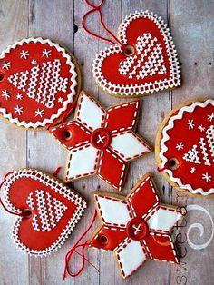 #Christmas #cookies ToniK ℬe Meℜℜy red gingerbread hearts stars red white sweetambs.com
