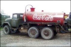 Coca Cola truck - Hope you'll check out our other Coca Cola boards. Cans, Bottles, Ads, Vehicles and Everything Else acontornosr Coca Cola Drink, Coca Cola Ad, Always Coca Cola, World Of Coca Cola, Pepsi, Vintage Coke, Diet Coke, Big Trucks, Trucks