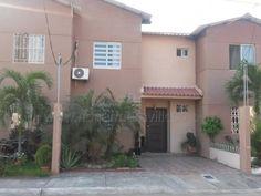 Casas De Venta En Daule - Este, Todos - $ - 90m²   Vive1 Ecuador, Garage Doors, Mansions, House Styles, Outdoor Decor, Home Decor, Houses, Decoration Home, Manor Houses