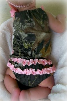 Light pink and Camo Ruffle Top and Ruffle by LilCoutureCutie. Baby Girl Camo, Camo Baby Stuff, Baby Girls, Future Daughter, Future Baby, Everything Baby, Baby Kids Clothes, Baby Time, Baby Fever