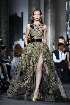 Elie Saab : Runway - Paris Fashion Week - Haute Couture Fall/Winter 2016-2017