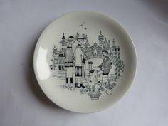 Small plate designed bij Raija Uosikkinen in the 60's
