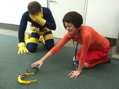 Cyclops and Velma searching for their glasses - X-men - Scooby-Doo