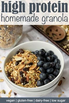 This maple almond granola is an easy to make, protein-packed breakfast. Easily customize this healthy homemade granola with your favorite nuts, seeds and whole grains. Plus it's gluten-free, dairy-free, vegan and low in sugar! Best Breakfast Recipes, Brunch Recipes, Gourmet Recipes, Snack Recipes, Healthy Recipes, Healthy Food, Healthy Meals, Vegan Granola, High Protein Granola Recipe
