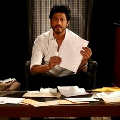 Aww! Shah Rukh Khan reads letters from his FANs - Shah Rukh Khan ...