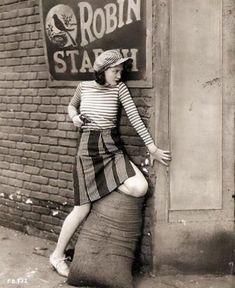 Merna Kennedy (née Maude Kahler) in The Red-Haired Alibi, 1932 Vintage Love, Vintage Images, Unique Vintage, Vintage Ladies, Vintage Pictures, Vintage Winter, Vintage Stuff, Vintage Art, 1930s Fashion