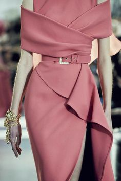 Elie Saab Spring 2020 Runway Pictures - Elie Saab at Couture Spring 2020 – Details Runway Photos - Fashion 2020, Look Fashion, Fashion Details, Runway Fashion, High Fashion, Womens Fashion, Dubai Fashion, 2000s Fashion, Floral Fashion
