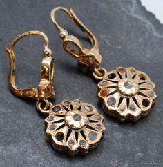 Pendientes isabelinos en oro 18 Cte y brillantes, 130 €