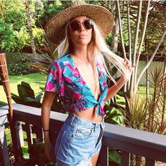 Feeling tropical with @the_salty_blonde in the Show Me Your Mumu Fallon Tie Crop