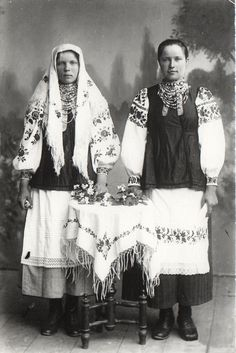 Український національний костюм  - Шосткинський краєзнавчий музей. Ukrainian embroidery, Ukrainian traditional clothing, Ukrainian patterns, old photo
