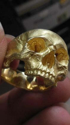 Goldring by Demitri Bakogiorgis. Into The Fire Jewelry Skull Jewelry, Gold Jewelry, Jewelry Accessories, Women Jewelry, Jewellery, Gold Skull, Skull Art, Skulls, Cool Rings For Men