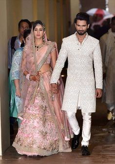 17 Unique Dupatta Draping Style for your Bridal Lehenga - TBG Bridal Store Indian Groom Dress, Wedding Dresses Men Indian, Wedding Dress Men, Indian Bridal Outfits, Indian Dresses, Mens Wedding Wear Indian, Wedding Suits, Wedding Sherwani, Sherwani Groom