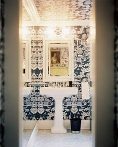 Brunschwig & Fils Lhasa wallpaper in blue and white in a bathroom