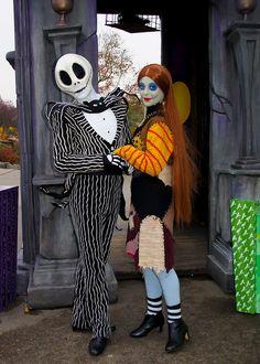 Jack Skellington & Sally @ Disneyland Paris Couples Halloween Outfits, Couple Halloween, Disney Halloween, Halloween Cosplay, Halloween Costumes, Walt Disney, Disney Trips, Disney Magic, Disney Parks