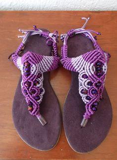 Sandalias tejidas en macrame...