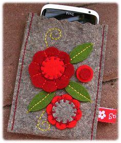 Wool felt designs in all variants – Tatjana Hobrlant – Join in the world of pin Felt Phone Cases, Felt Case, Pochette Portable, Felt Gifts, Felted Wool Crafts, Felt Embroidery, Felt Decorations, Felt Fabric, Felt Diy