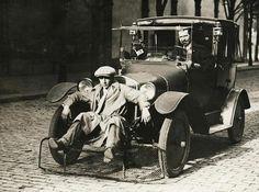 Voiture avec ramasse-piétons (France, 1924)
