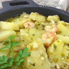 Estas patatas en salsa verde quedan buenísimas si al ir terminando la cocción añades unas almejas, unas gambas peladas, o unos dados de bacalao. Enriquecen el plato y aumentan el sabor marinero del guiso. Nut Recipes, Vegetarian Recipes, Cooking Recipes, Healthy Recipes, Bacalao Recipe, One Pot Meals, Easy Meals, Potato Vegetable, Puerto Rican Recipes