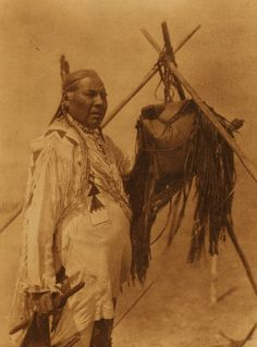 Blackfeet (Pikuni) man - 1926, no name or location