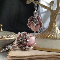 Новые серьги #exclusive #handembroidery #juliavysokova #oneofakind #luneville #luxury #lunevilleembroidery #couture #hotcouture #ручнаяработа #авторскиеукрашения #jewelry #embroideredjewelry #royaljewels #fashion #fabergé #ювелирныеукрашения