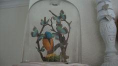stolp met vlinders van papier uitgeprint en knipt