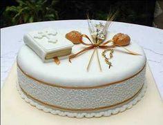 bizcocho  Para Primera Comunion | Obviamente, cada uno de los accesorios los pueden preparar con ... Pretty Cakes, Beautiful Cakes, Amazing Cakes, Fondant Cakes, Cupcake Cakes, Comunion Cakes, Dolphin Cakes, First Holy Communion Cake, Religious Cakes