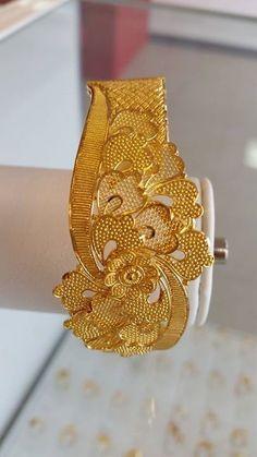 Gold Bangles, Indian Bangles, Gold Rings, Gold Jewellery Design, Designer Jewellery, Gold Kangan, Indian Wedding Jewelry, Golden Jewelry, Amai