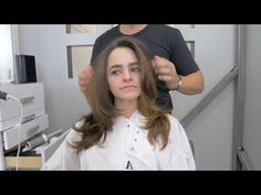 Mexican Model Cassandra Luna flew from Texas to Los Angeles to have Adam cut her hair. This is Adam's 'Los Angeles Layers' Cut. Long V Haircut, Guy Haircuts Long, Little Girl Haircuts, Haircuts For Wavy Hair, Long Layered Haircuts, Long Layerd Hair, Long Hair Cuts, Wavy Hairstyles Tutorial, Diy Hairstyles