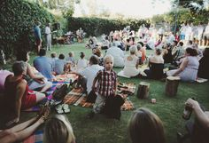 the wedding i'm envisioning - casual, backyard... hell they even served pizza like i dreamed of! love the picnic blankets