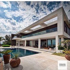 WEBSTA @ fabiarquiteta - Bom dia queridos 🌹 Ótimo domingo!!!Arquitetura lindaaaaaa pra inspirar nossa manhã! Projeto @fernandamarquesarquiteta #goodmorning #bomdia #bonjour #buenosdias #house #residence #arquitetura #foto #architecture #architexture #residentevil #pool #instadaily #sunday #instagood #domingo #amazing #follower #beautiful #now #decor #design #blogfabiarquiteta #fabiarquiteta