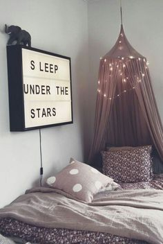 Teen Girl Bedrooms for super warm bedroom area - Creative to exciting sweet decor ideas. Tip reference 8698650301 Sectioned in teen girl bedrooms decorating ideas cozy , created on this date 20190117 Dream Rooms, Dream Bedroom, Star Bedroom, Pretty Bedroom, My New Room, My Room, Deco Kids, Tumblr Rooms, Tumblr Room Decor