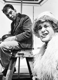 Cantinflas & Jack Lemmon in drag on the set of 'Some Like it Hot', Photo by Phil Stern. That is my favorite film and thus has officially become my favorite celebrity photograph. Golden Age Of Hollywood, Vintage Hollywood, Hollywood Stars, Classic Hollywood, Jack Lemmon, Some Like It Hot, Buster Keaton, Tony Curtis, Film Images