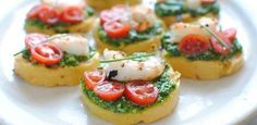 Polenta Bruschetta with Shrimp and Spinach Pesto is gourmet level snacking that& incredibly easy to make. Prawn Recipes, Beef Recipes, Appetizer Recipes, Cooking Recipes, Uber Food, Batatas Hasselback, Tapas, Bruchetta Recipe, Pesto Recipe