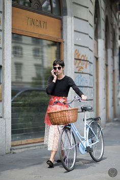 seriously chic bike action. #EvaFontanelli in Milan.