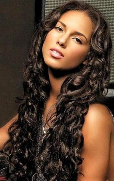 Top 5 Alicia Keys Hairstyles To Try Today — Famous Beautiful Black Women Hair Ideas Alicia Keys Hairstyles, Black Women Hairstyles, Cool Hairstyles, Hot Hair Styles, Ebony Beauty, Beautiful Black Women, Human Hair Extensions, Hair Looks, New Hair