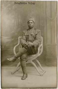 Eddie Riley of the Infantry Regiment, also known as the Harlem Hellfighters, during World War I From New York Public Library Digital Collections. American Soldiers, American Civil War, Women In History, Black History, Ancient History, World War One, First World, African American History, British History