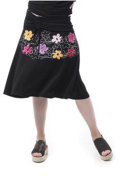 Falda de vuelo realizada en punto roma. Delantero con pieza de adorno que frunce con lazada al costado. Bolsillo en costado. Lleva bordado en el delantero. Waist Skirt, High Waisted Skirt, Spring Summer, Skirts, Fashion, Flared Skirt, High Skirts, Needlepoint, Moda