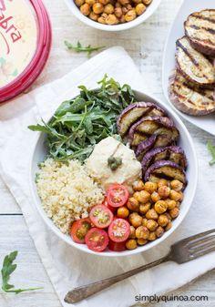 #buddhabowl aubergine, pois chiche, tomates cerises, quinoa, roquette et houmous. #vegan