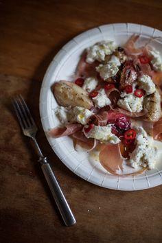 nektariinia, prosciuttoa, mozzarellaa ja chiliä